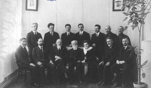 Photo of 1918 caBINET (1)